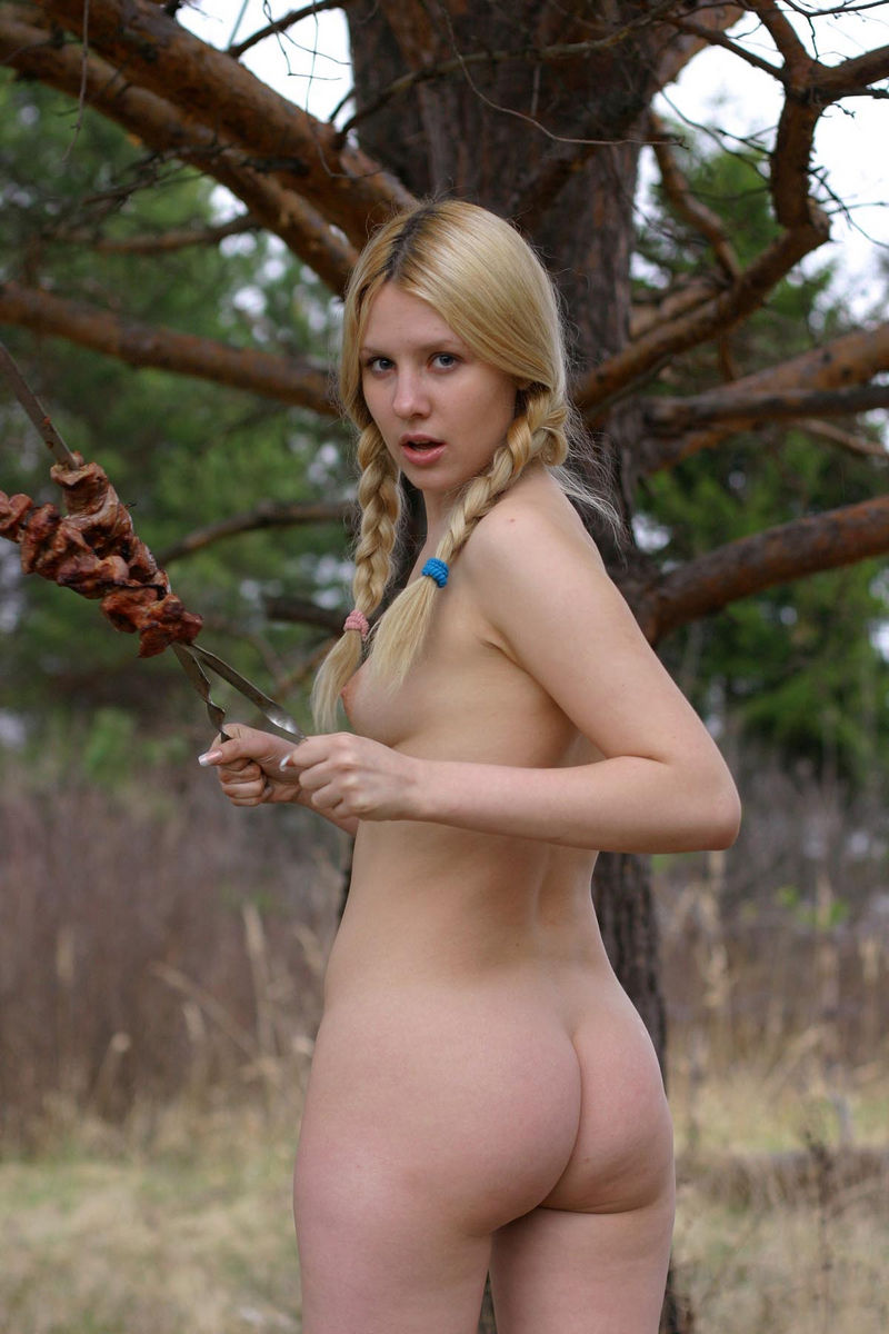 Hot Russian Blonde Cooks Bbq With No Clothes  Russian -3273