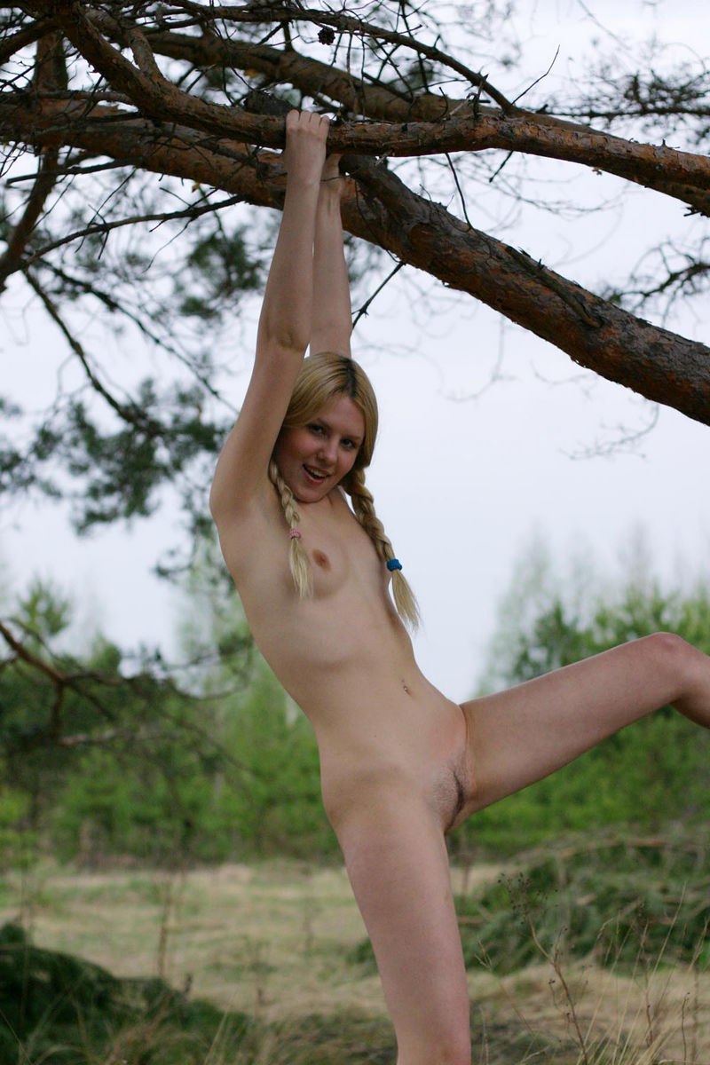 Hot Russian Blonde Cooks Bbq With No Clothes  Russian -1154