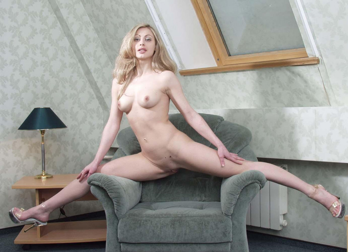 Hot Russian Blonde Milf With Sporty Body At Home  Russian -2966