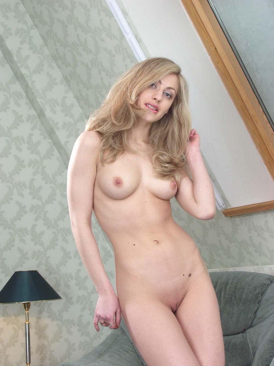 Hot Russian Blonde Milf With Sporty Body At Home  Russian -9206