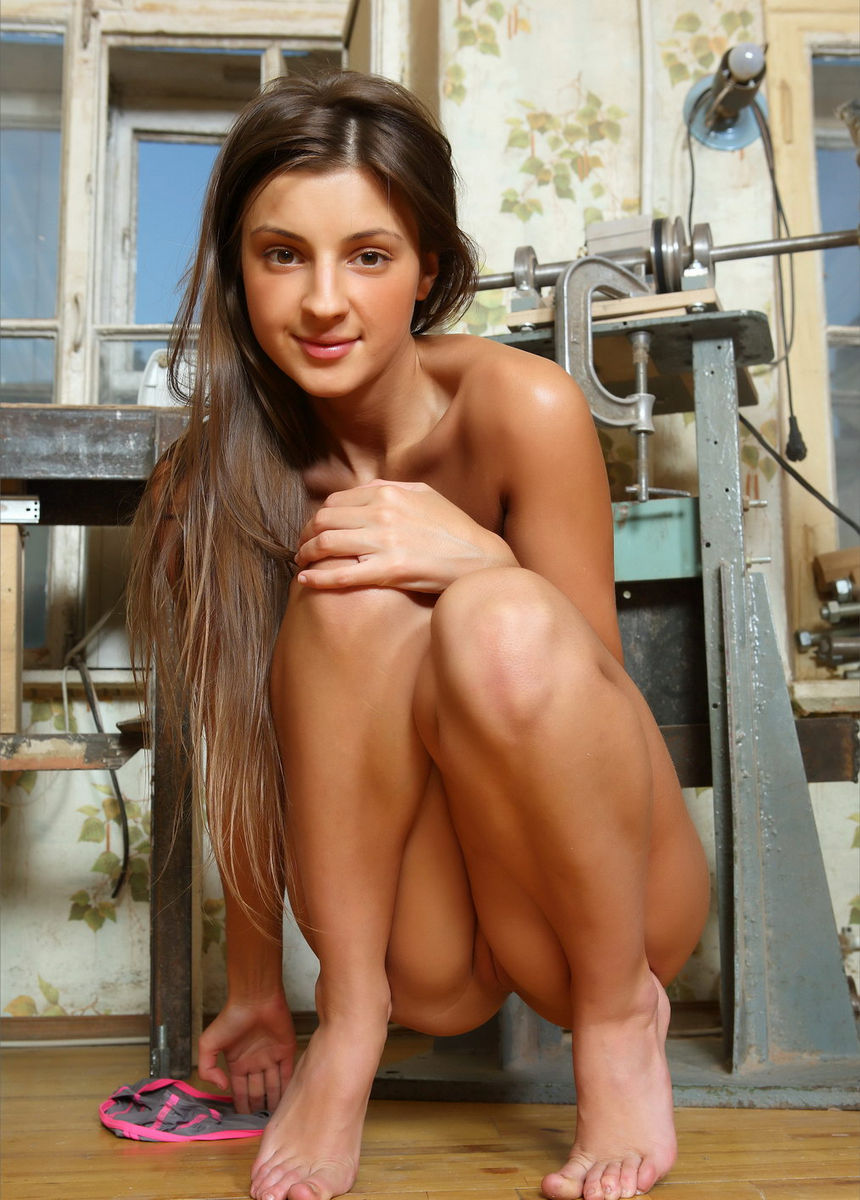 Hot Teen With Nice Tattoo Posing At Workshop  Russian -8479
