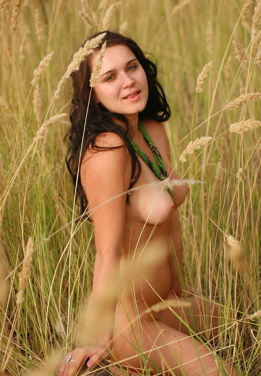 Naked Brunette With Nice Boobs In The Fields  Russian -1098