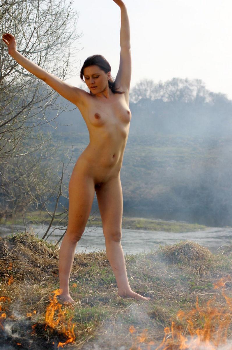 Drunk girls get naked
