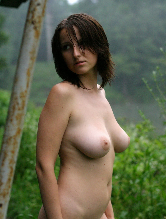 Sexy hot babe posing nude outdoor