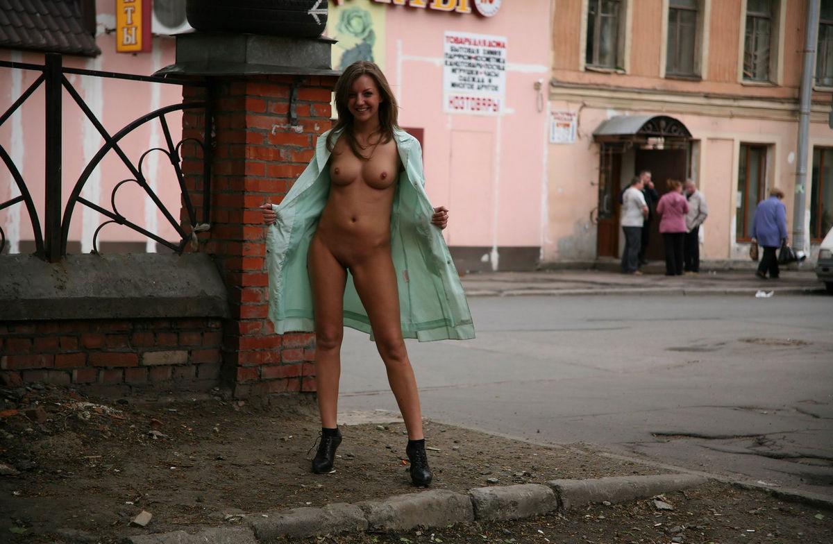 Голые показухи видео, порно игрушки бутылка в попе россия