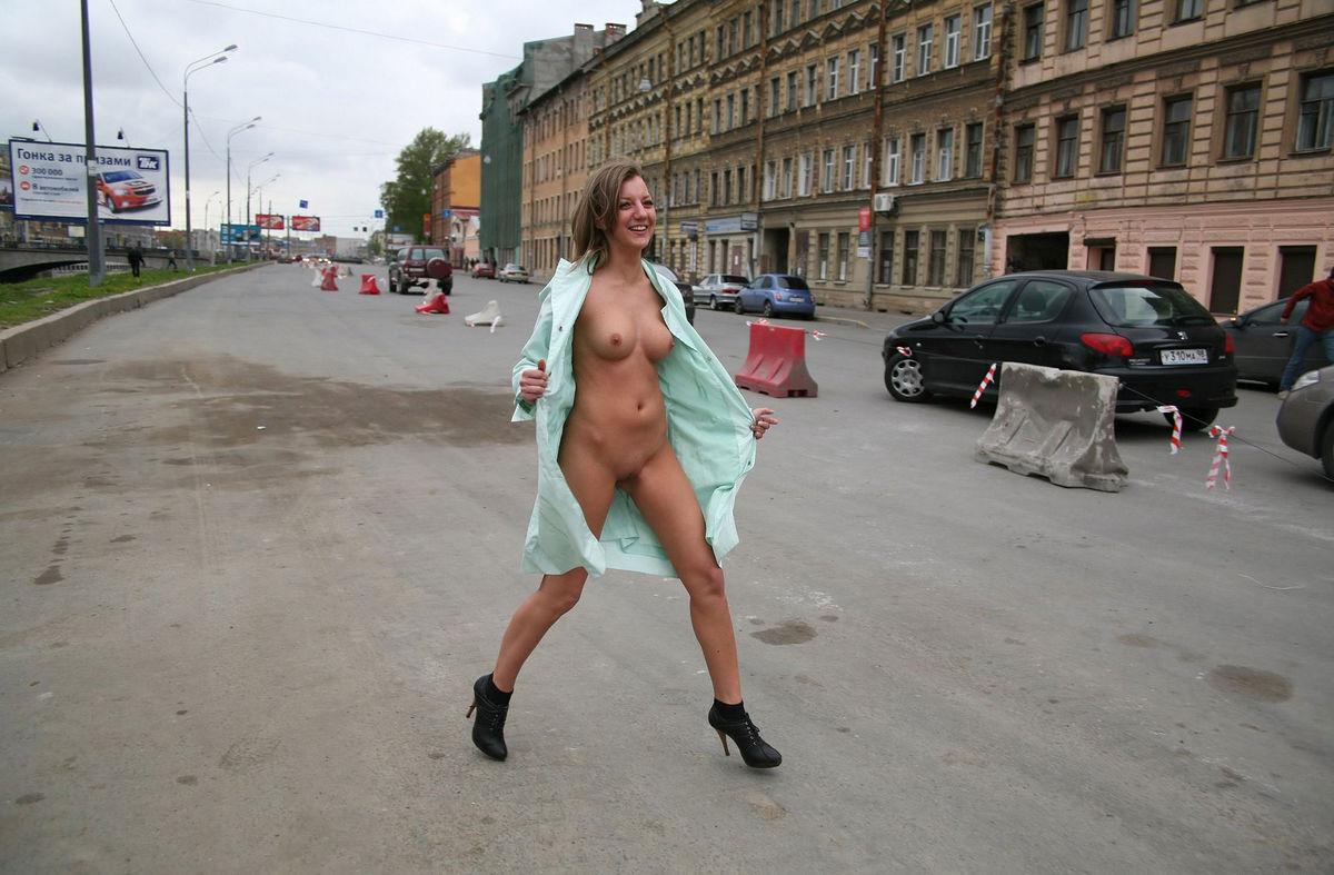 woman-fucks-flashing-video-public-girls-naked
