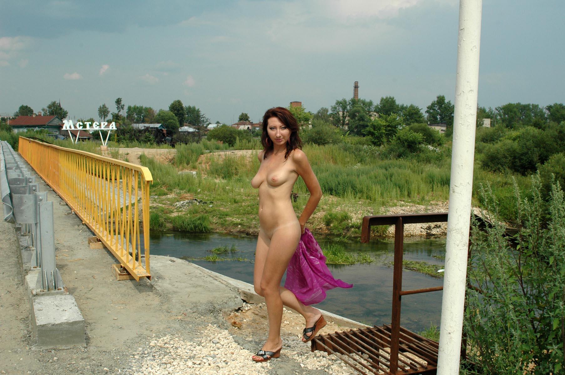 video-chastnoe-nyu-derevenskih-proigrala-i-razdelas-seks
