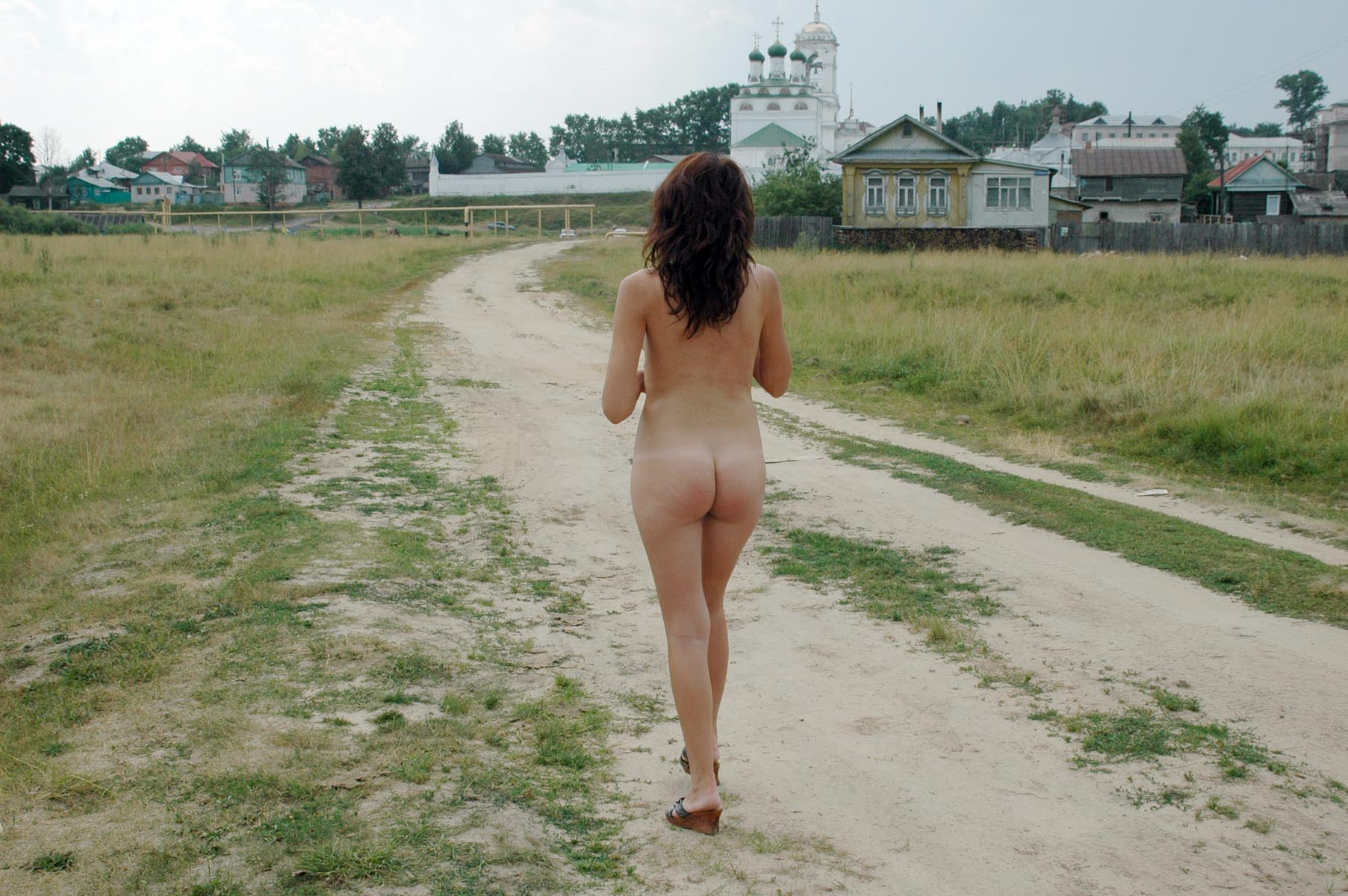 Russian Girl Walks Naked In The Country  Russian Sexy Girls-4086