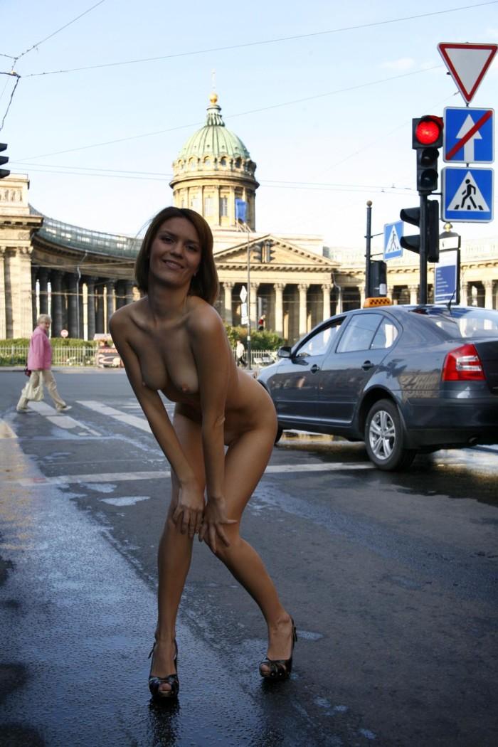Shameless Girl Shows Her Naked Body On The Streets -8837