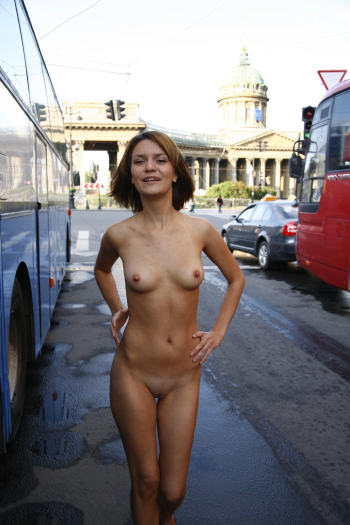Shameless Girl Shows Her Naked Body On The Streets -5606