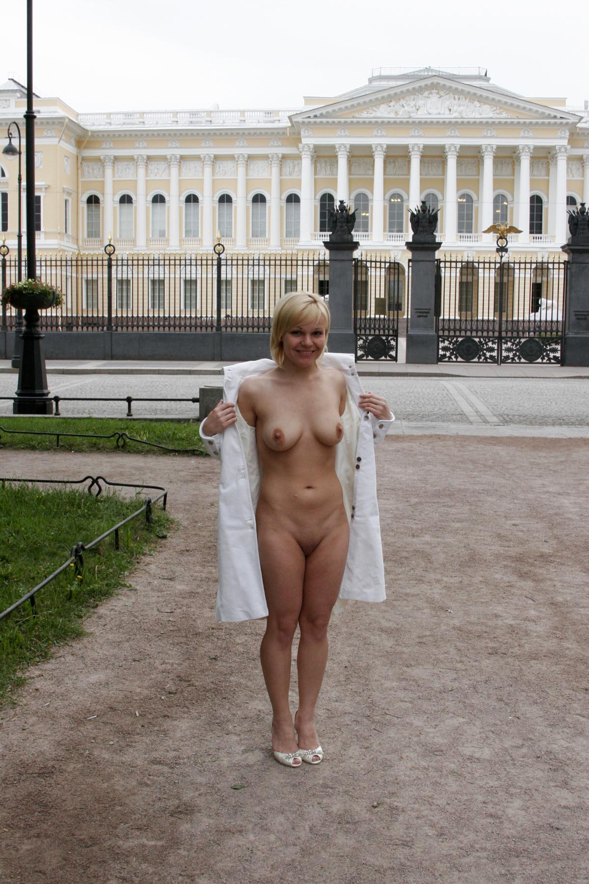 Girls Is Naked In The City