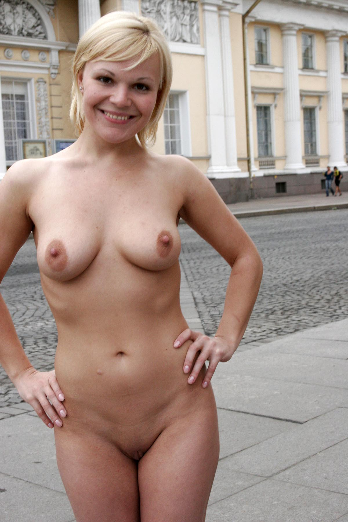 Short Haired Blonde Posing Naked At City Center  Russian -4761