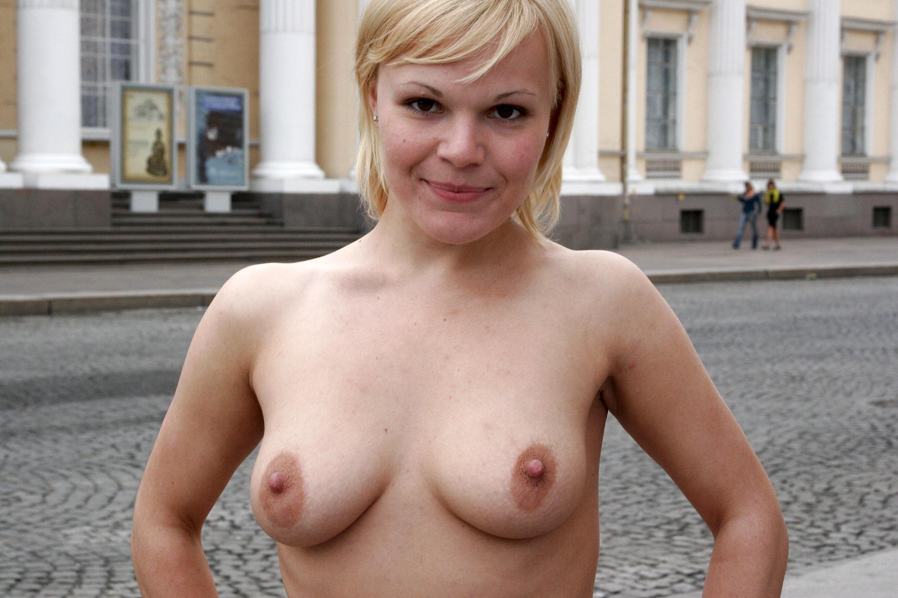 Short Haired Blonde Posing Naked At City Center  Russian -1513