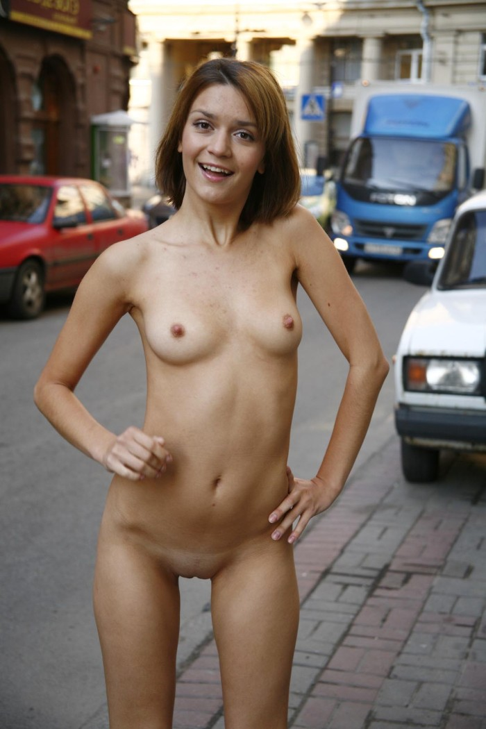 Sporty Short-Haired Blonde Posing Totally Naked At City -4275