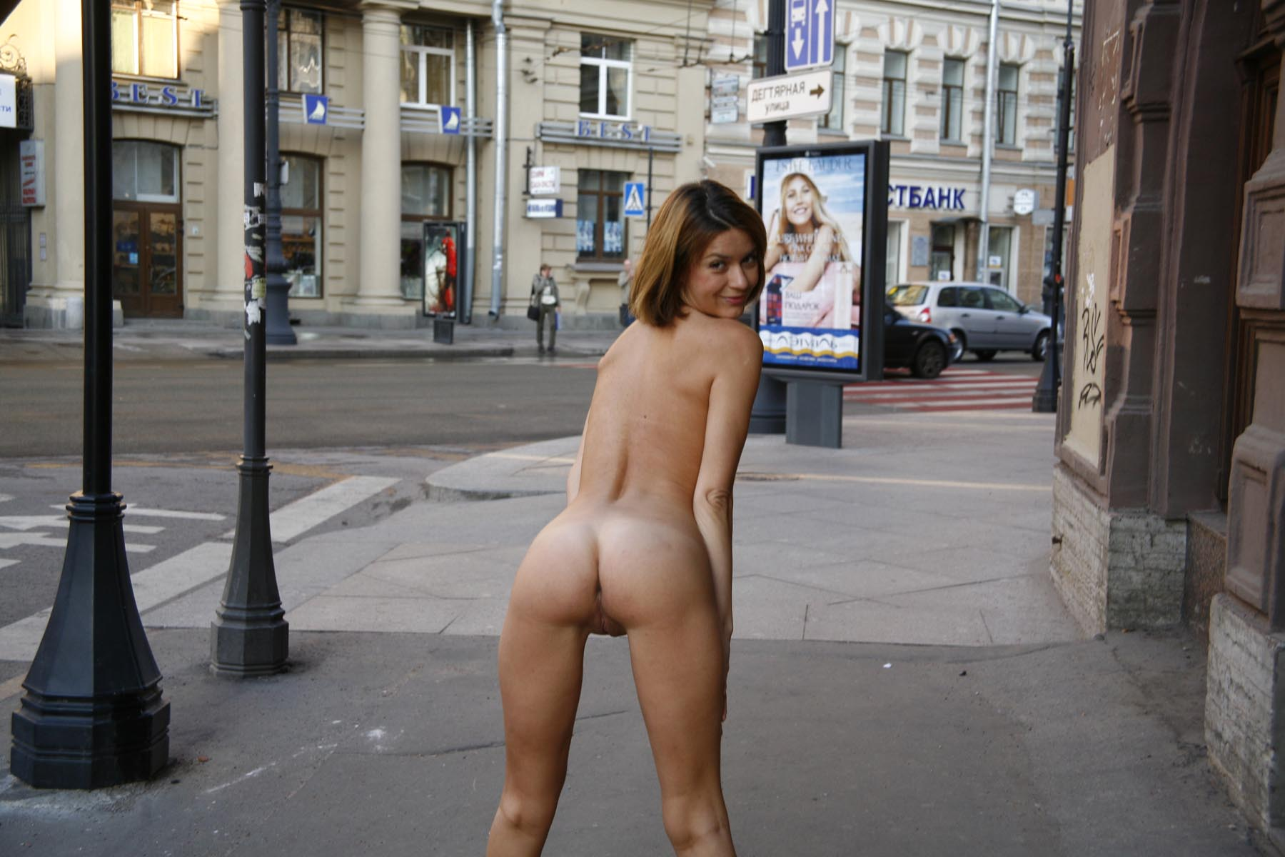 Sporty Short-Haired Blonde Posing Totally Naked At City -3401