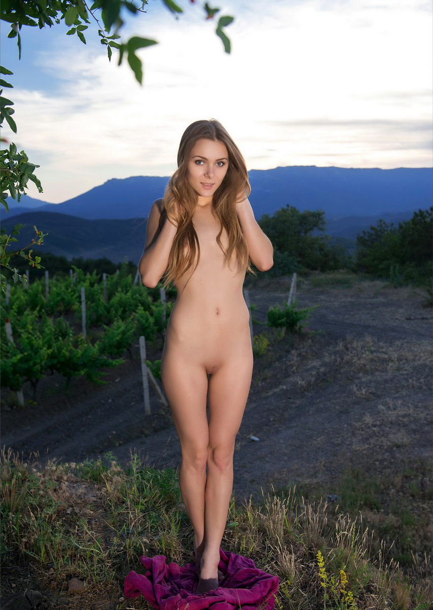Beautiful nude babes