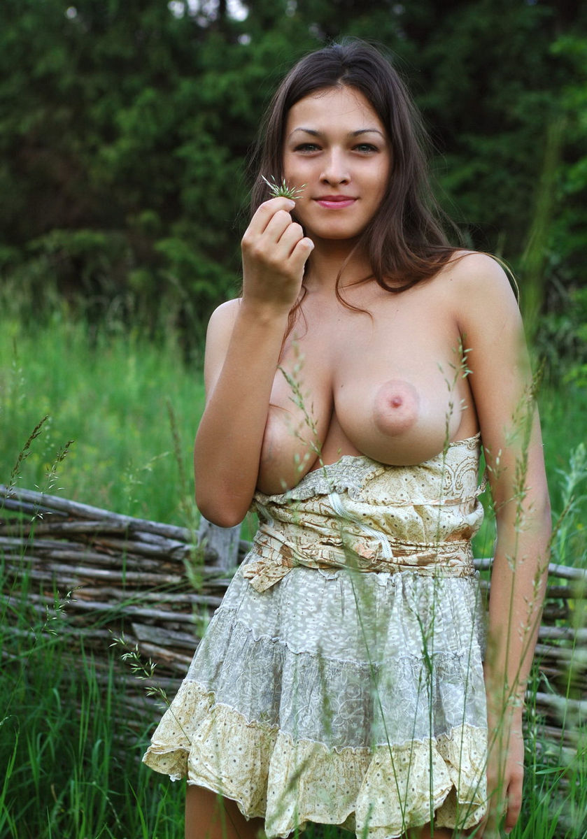 Girl with one boob-9154