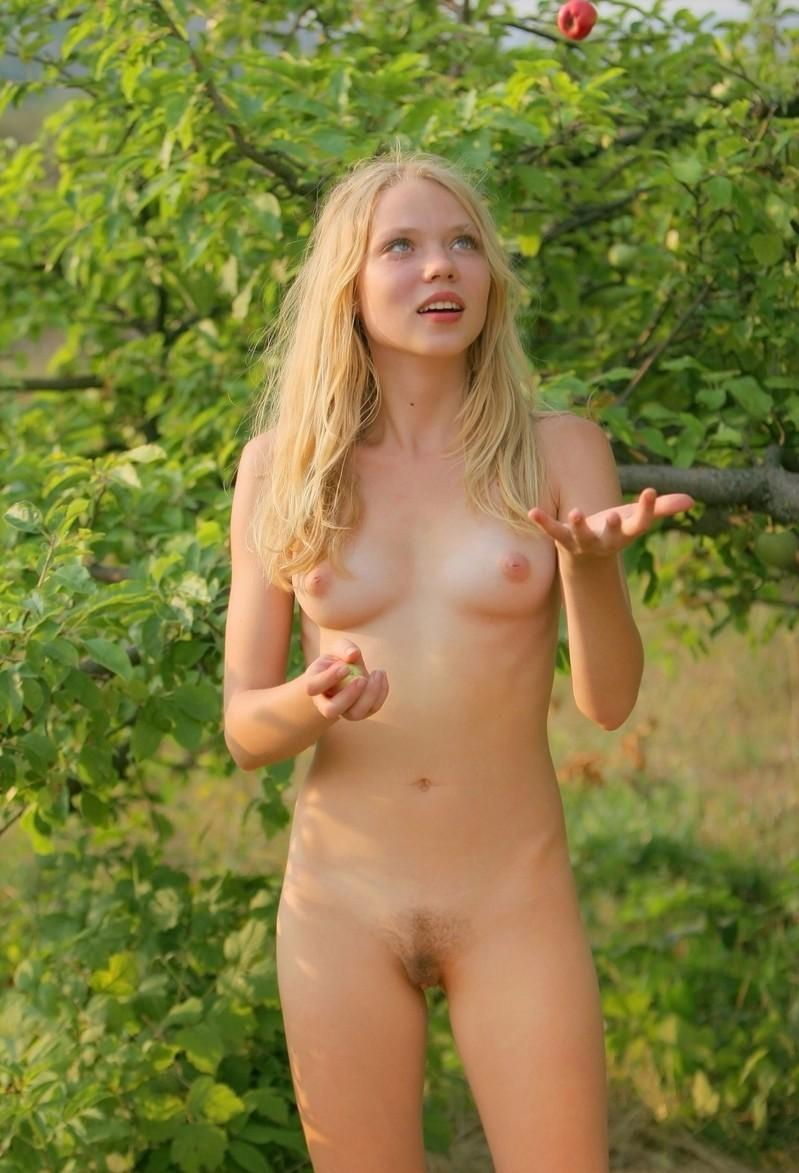 Hot Blonde Teen With Not Shaved Pussy At Apple Garden -7212