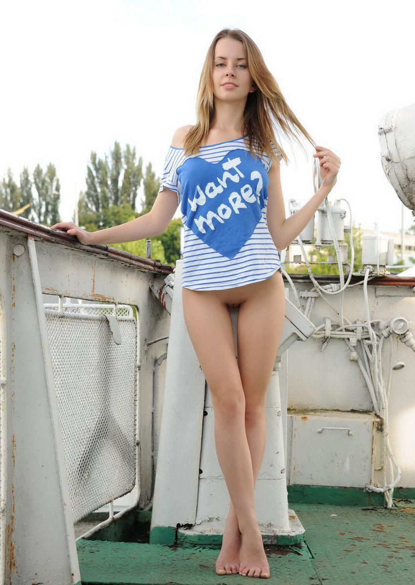 Sexy blonde is photographed naked on a boat | Russian Sexy ...