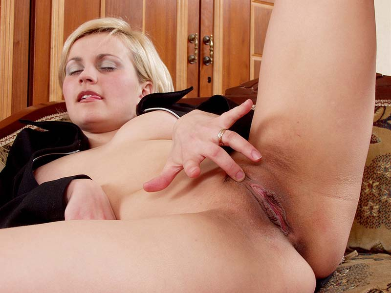 blonde milf Shorthaired