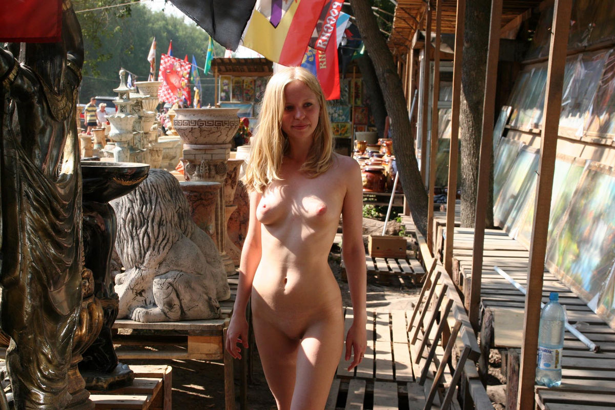 walk nude girl sex