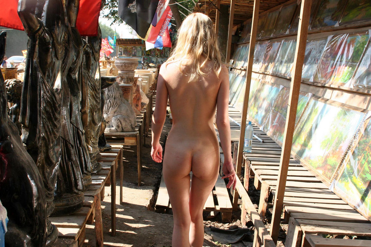 Slim Blonde Walking Naked From The Market By The Way -4664