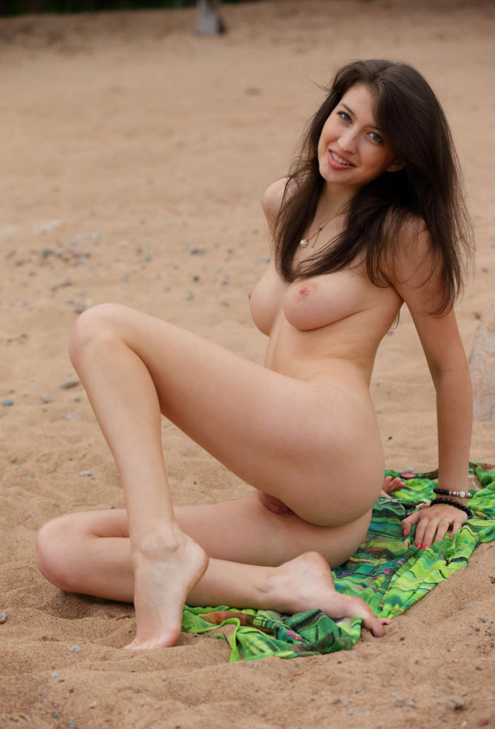 naked tall brunette girls