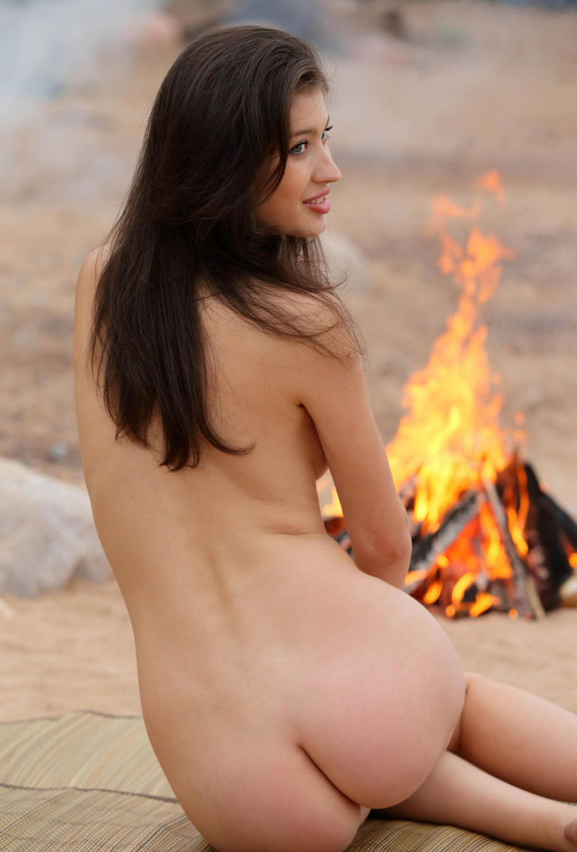 Tall Russian Brunette With Big Boobs Posing N The Beach -2537