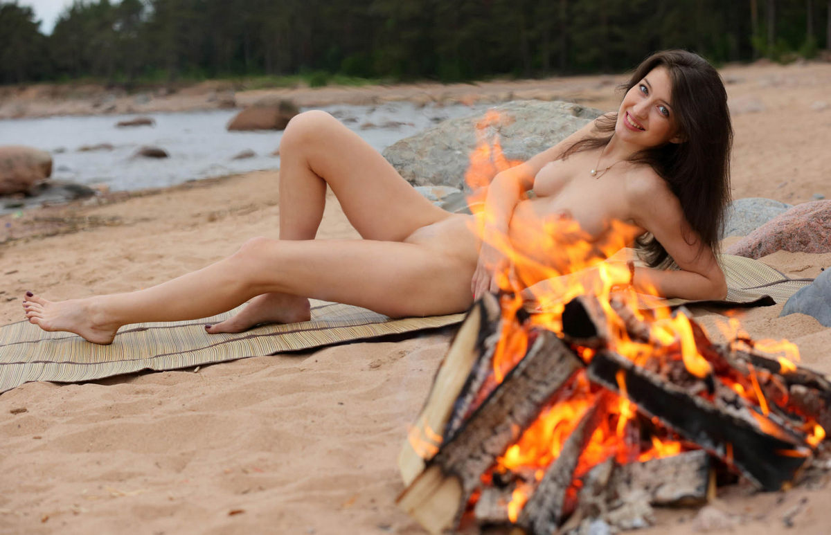 Tall Russian Brunette With Big Boobs Posing N The Beach -2714
