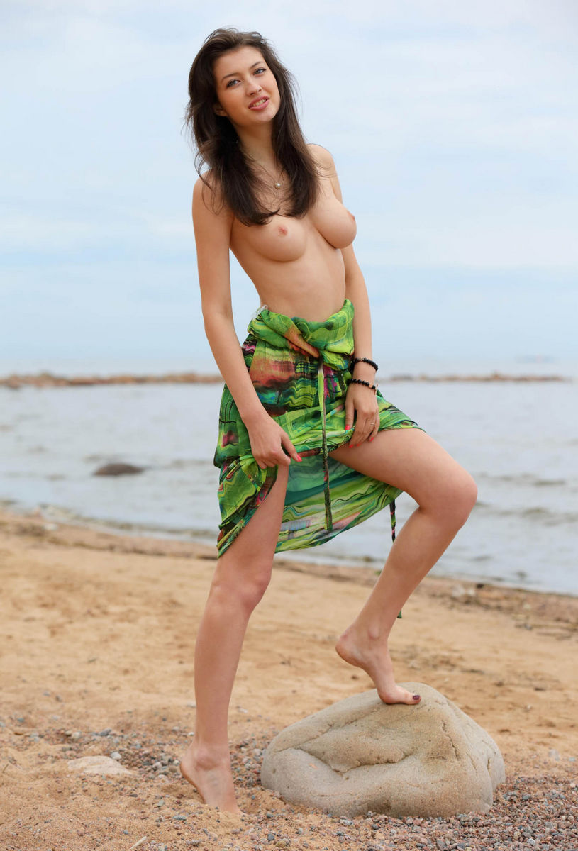 Tall Russian Brunette With Big Boobs Posing N The Beach -9652