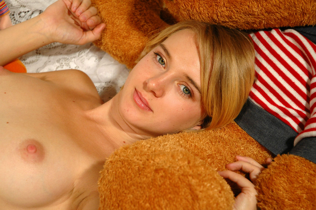 Very Sweet Russian Blonde With Big Boobs At Bed  Russian -1156