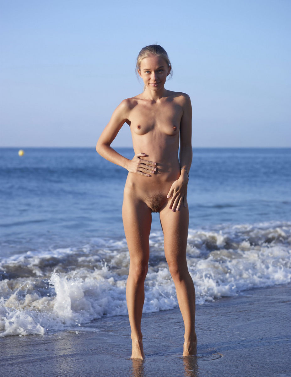 Walking naked at the beach could not