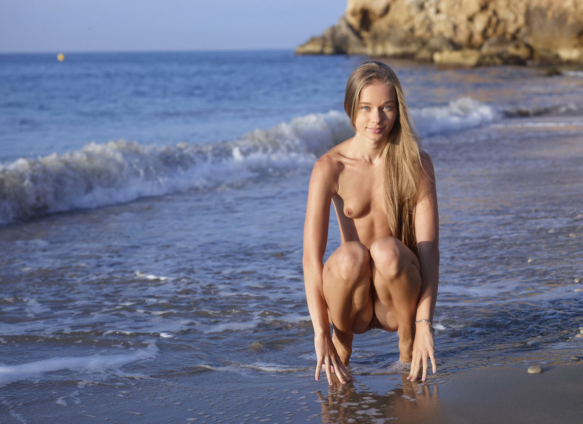 nude babes walking on beach
