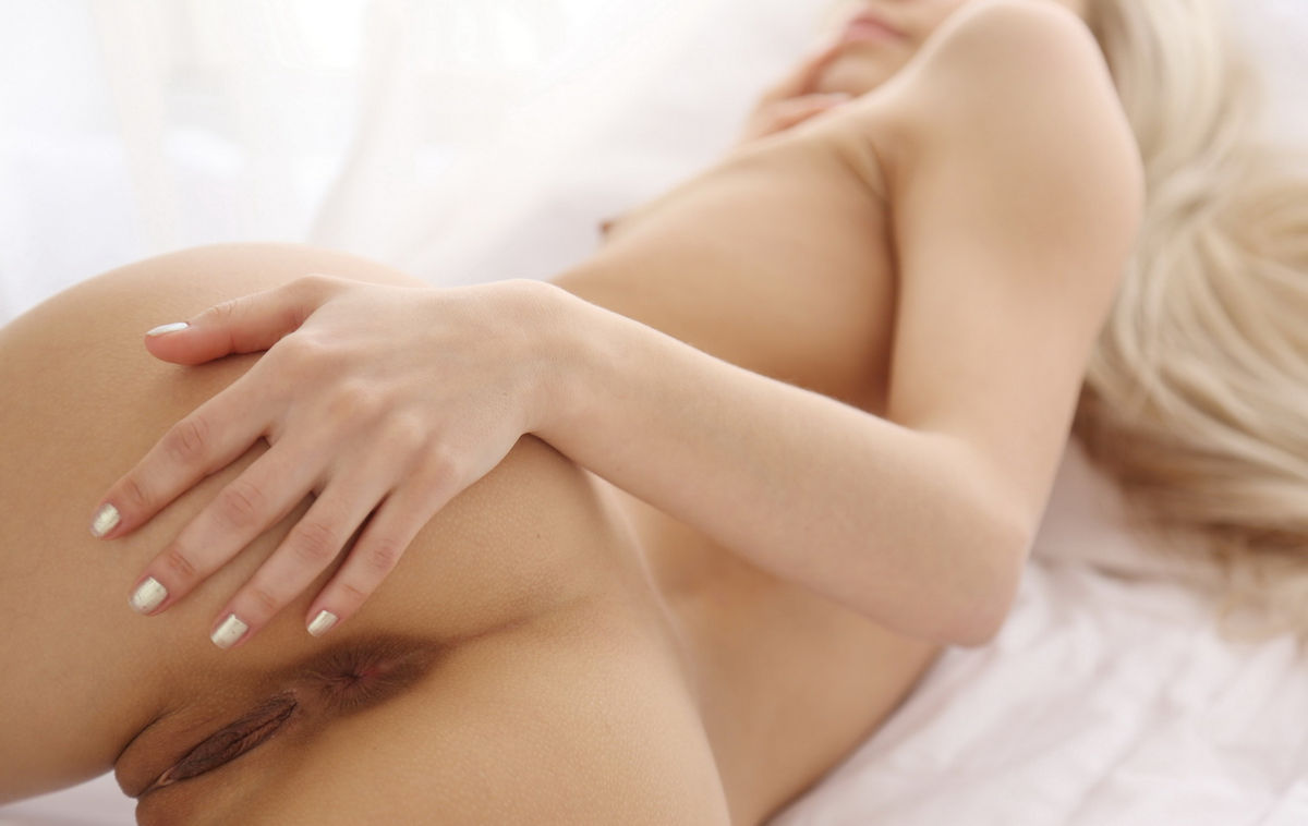 After Morning Coffee This Hot Blonde Loves To Touch -3749
