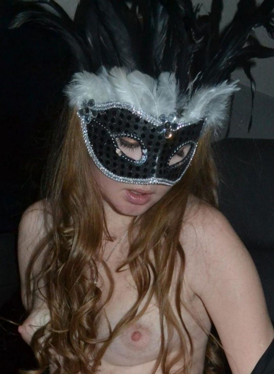 Not give amateur nude girl mask