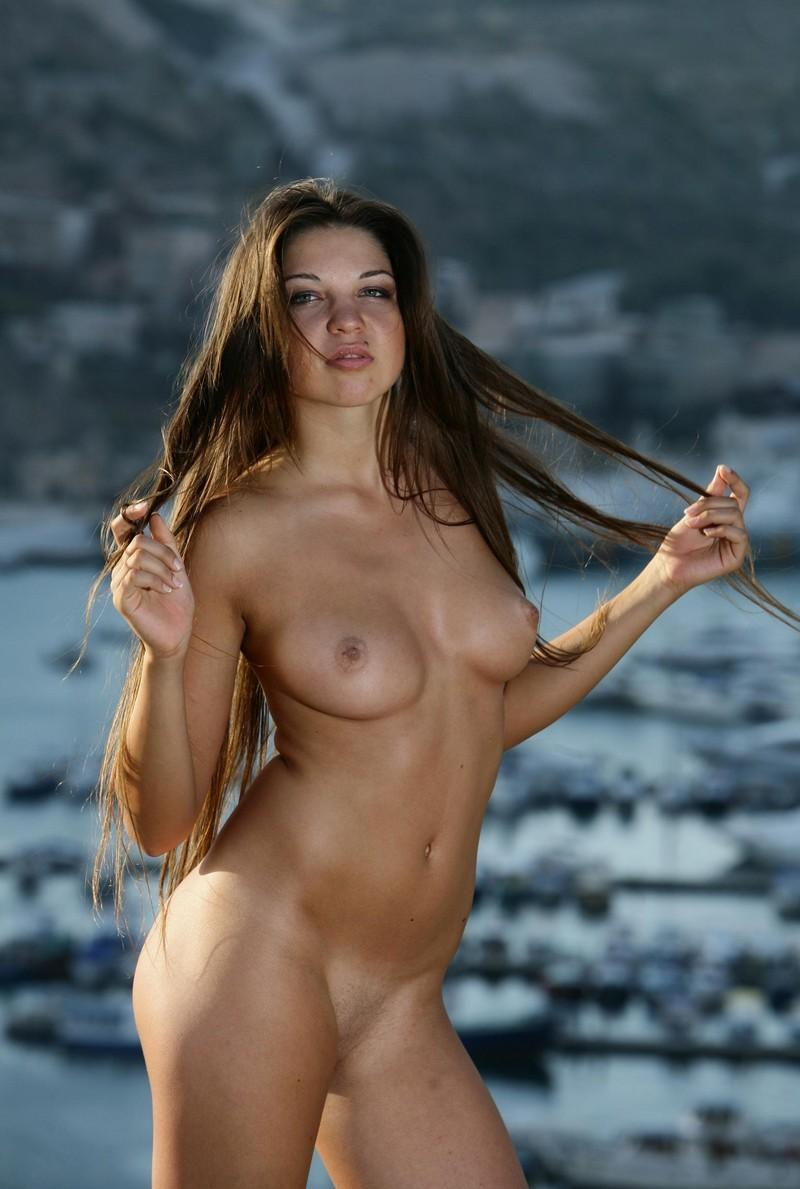 curvy girl long hair pubic nude