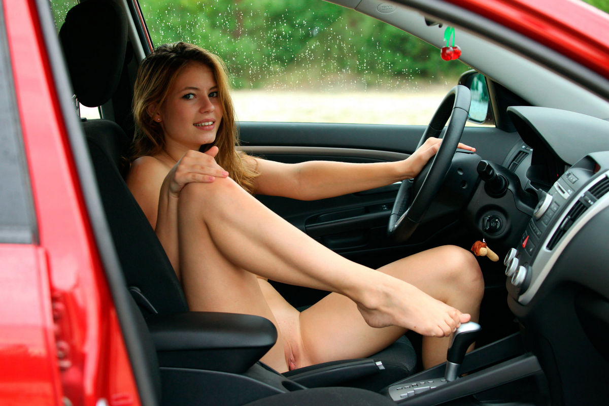 Woman getting naked in the car gif — pic 3