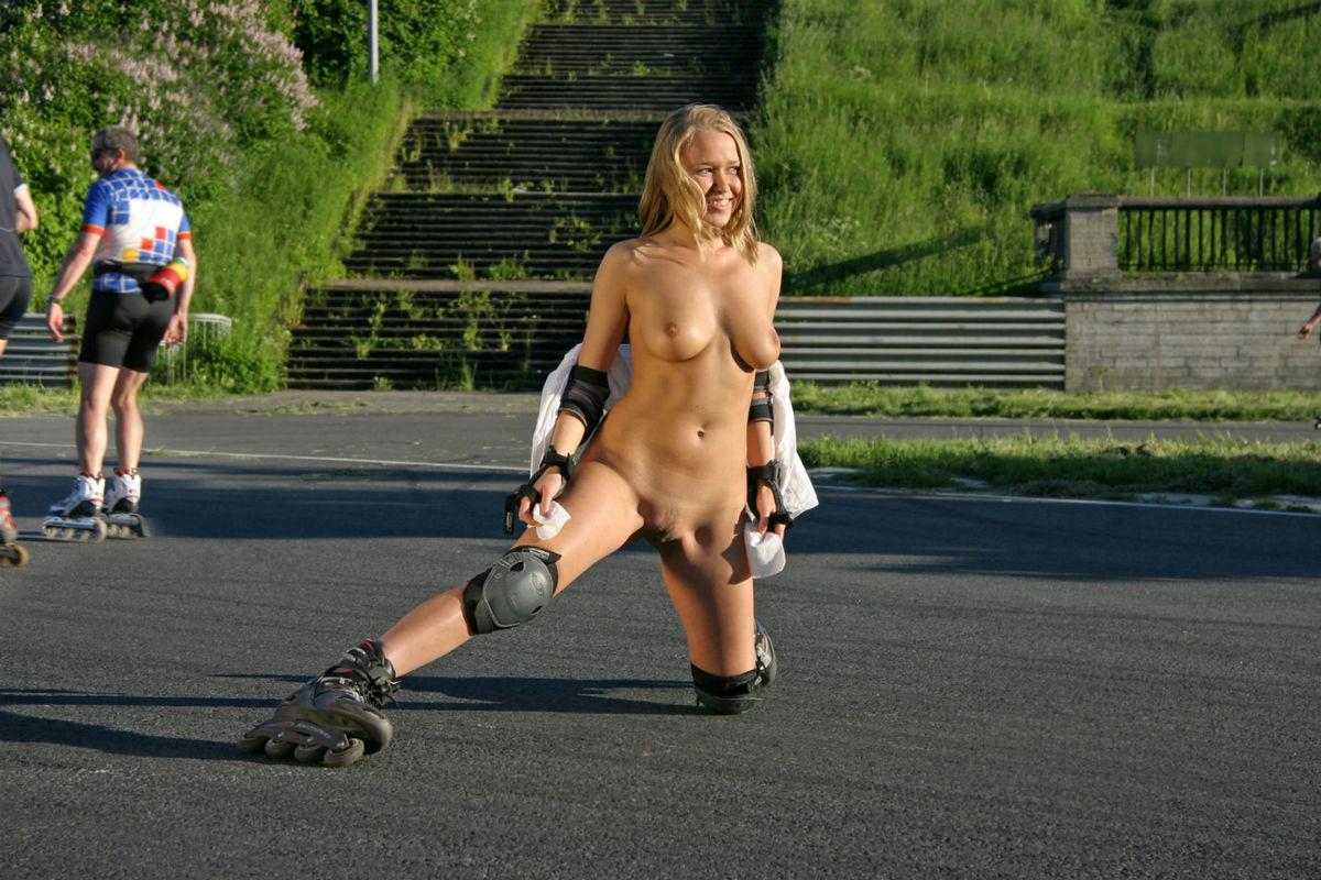 Skater Girl Public Exposed