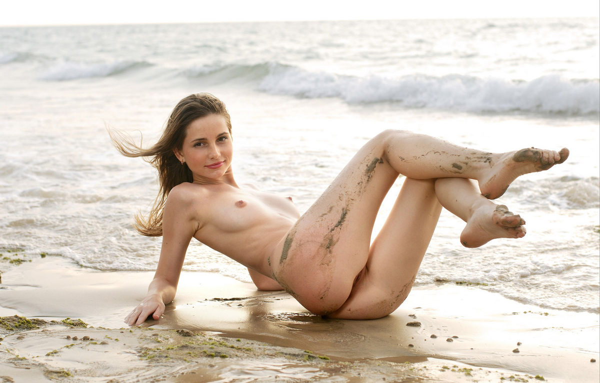 Russian Model With Athletic Body Splash In The Sea Naked -7263