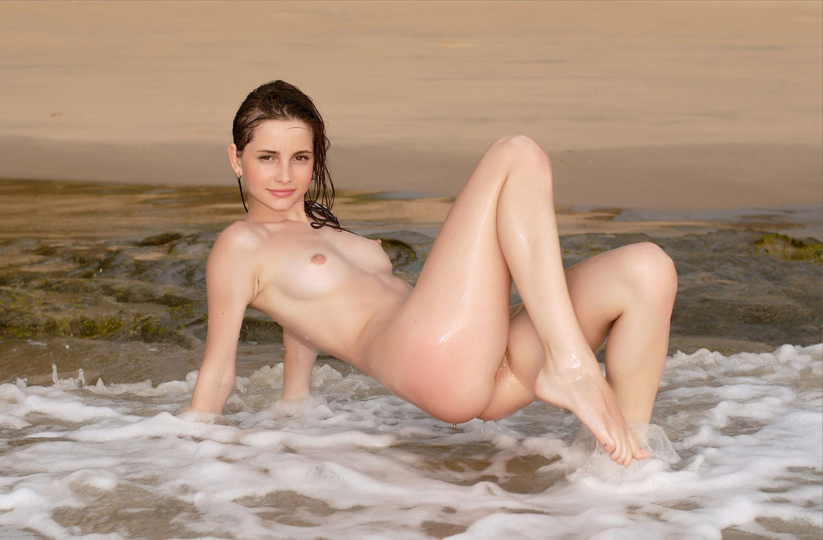 Russian Model With Athletic Body Splash In The Sea Naked -3118