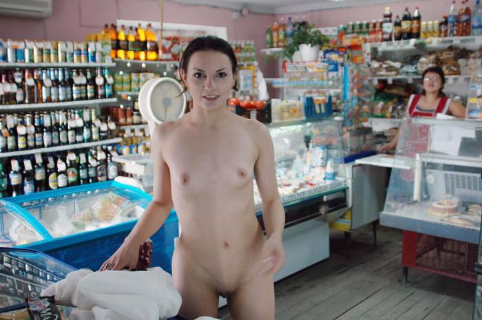 Голая продавщица фото