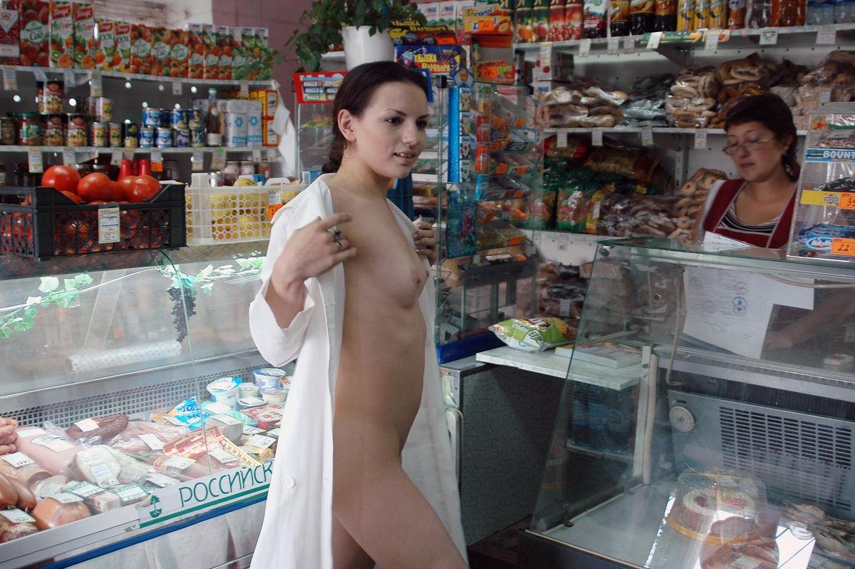 Порно голышом в магазине — pic 5