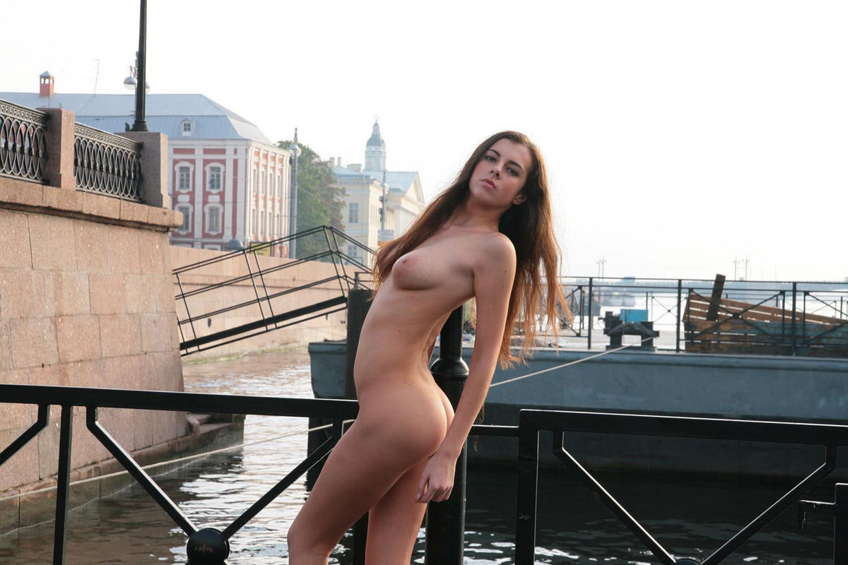 Skinny Teen With Nice Natural Boobs Posing Naked At Public -2705