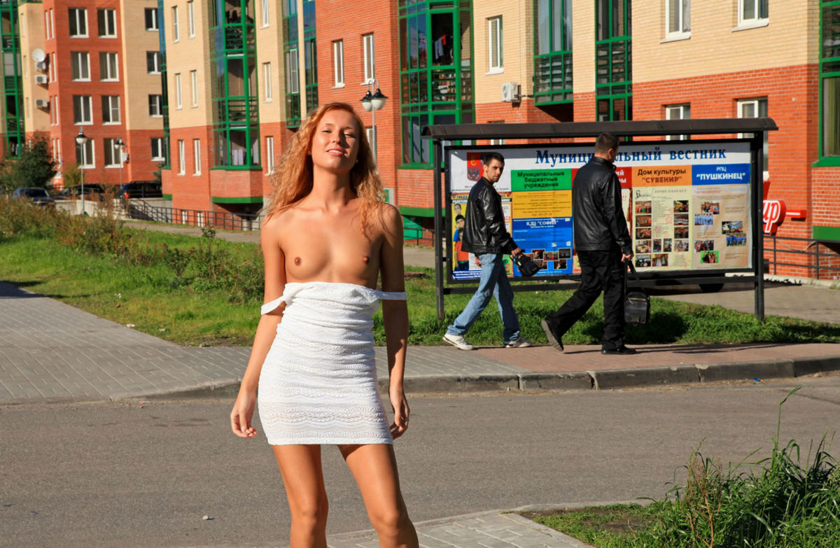 Flashing russian public girl pussy in