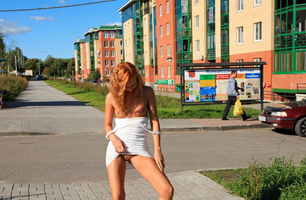 последнее девушки в мини юбках без трусов ходят по улице и иногда показывают видео другого города, подумайте