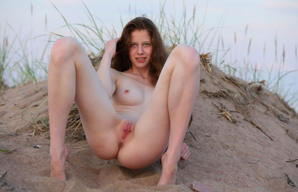 Tall russian girl undresses on the lake | Russian Sexy Girls