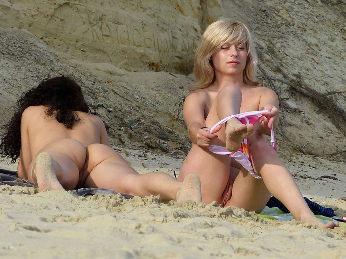 naked vaginas at the beach
