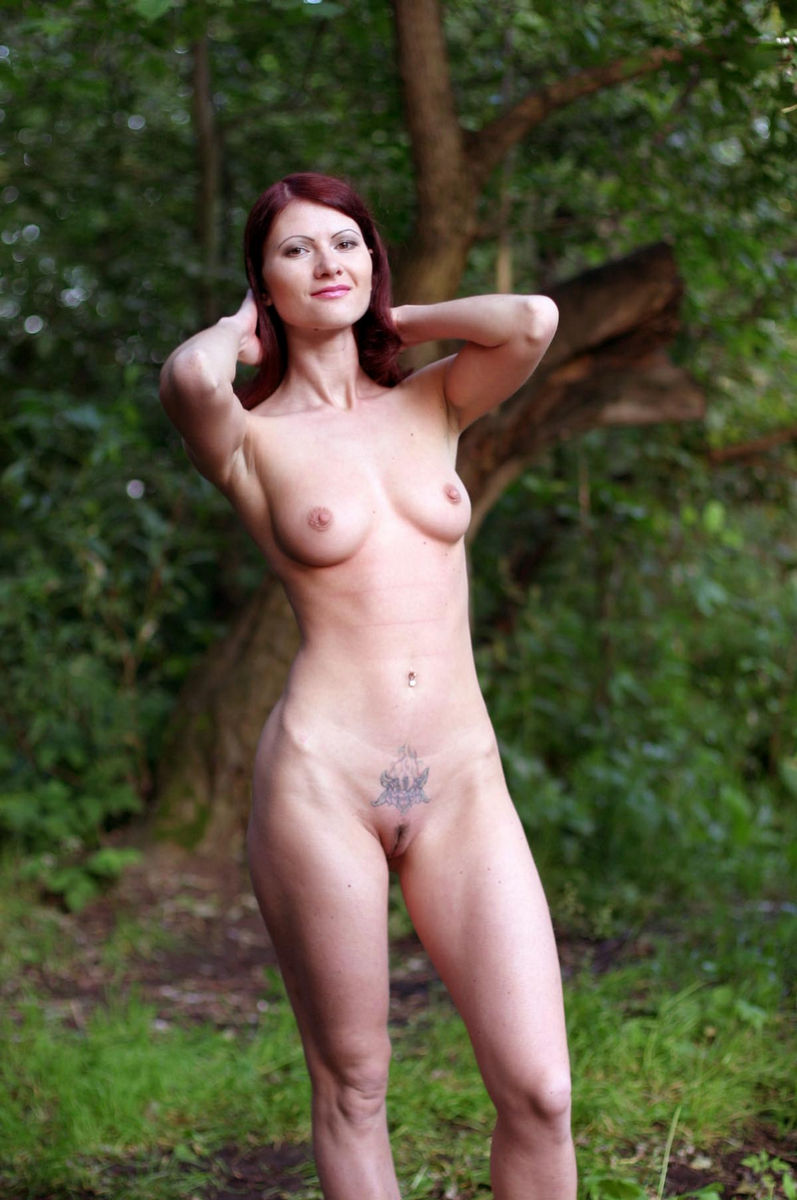 Very hot russian redhead milf with sporty body posing at park near ...