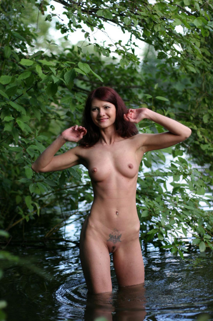Very Hot Russian Redhead Milf With Sporty Body Posing At -3954
