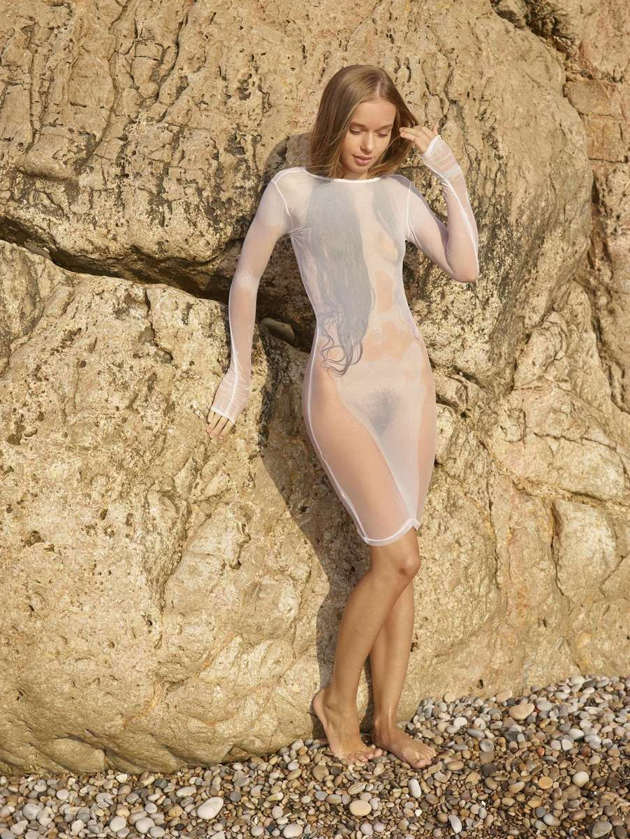 russiasexygirls wp content uploads 2013 12 Young angel in very sexy transparent wet dress on the beach 10